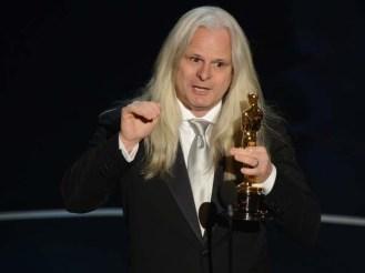 El chileno Claudio Miranda con su Oscar